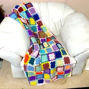 🔥NEW!🔥GRANNY SQUARE CROCHETED THROW 37 x 74